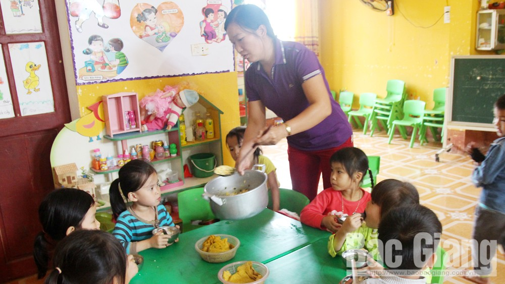 Bắc Giang hỗ trợ hơn 283 tấn gạo cho học sinh ở các xã, thôn đặc biệt khó khăn